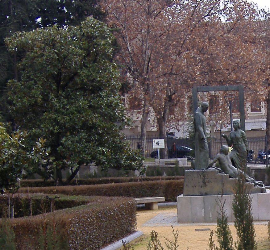 Monumento a san juan de dios en los jardines del triunfo for Triunfo jardin granada
