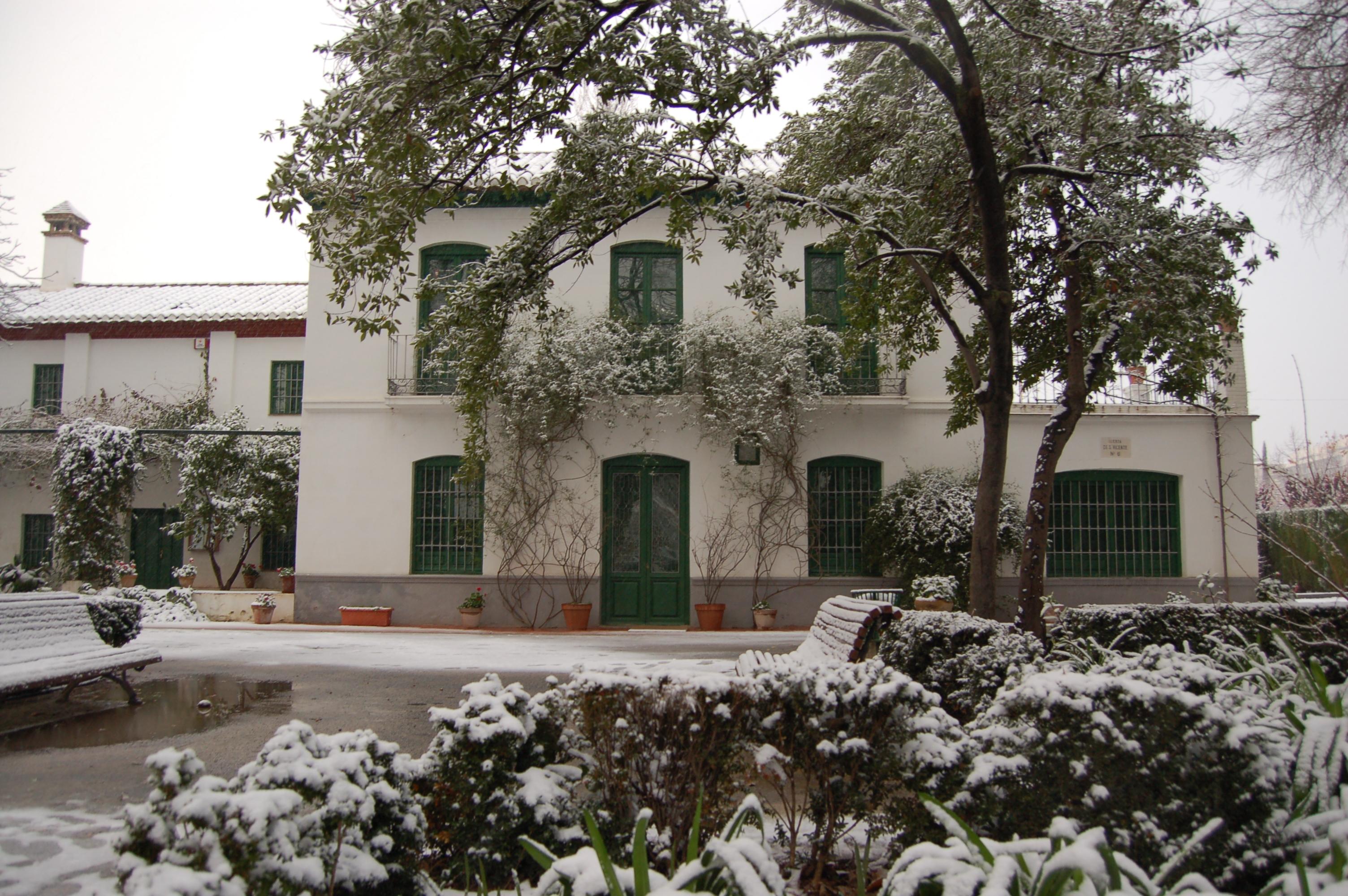 Huerta de san vicente nevada fotos de granada en blanco for Huerta de san vicente muebles