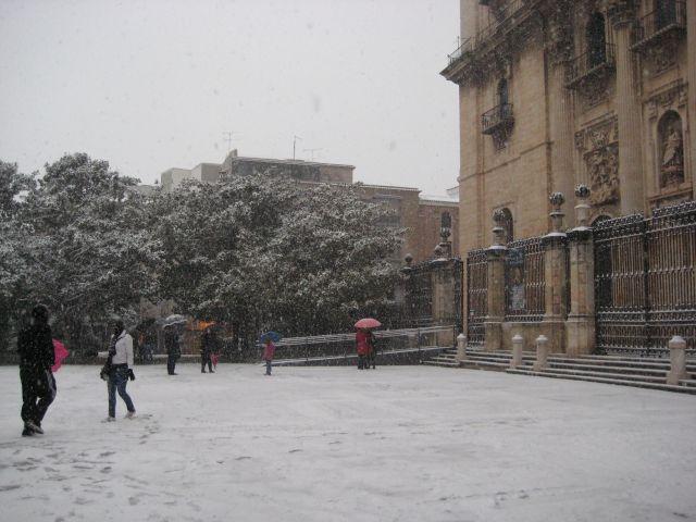 Niewve en la plaza de Santa Maria
