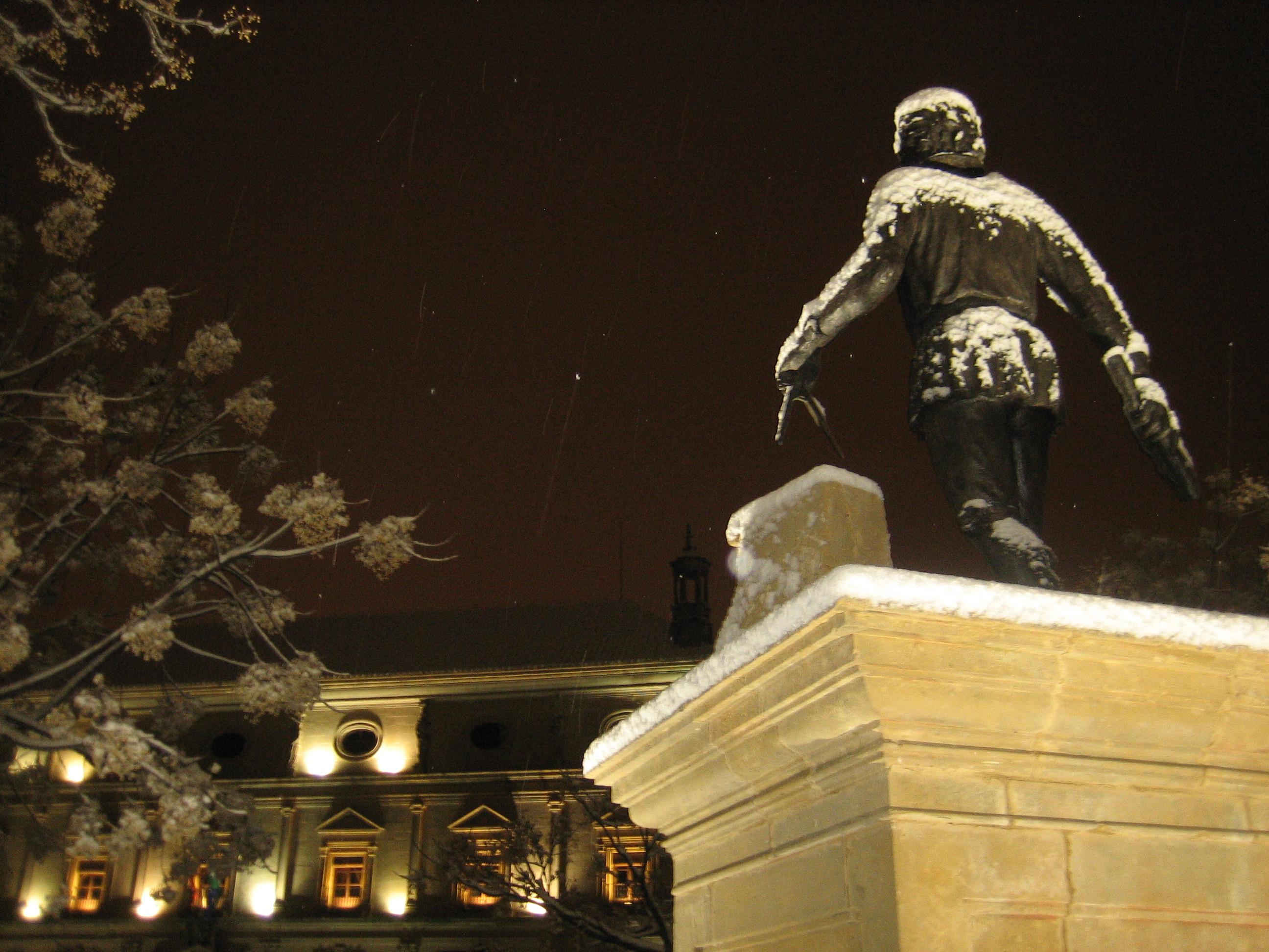 Monumento en honor al arquitecto andres de vandelvira - Arquitectos en ubeda ...