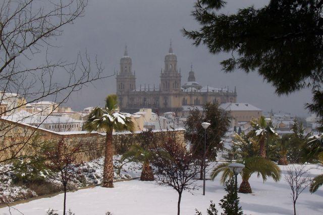 Majestuosa Catedral al fondo
