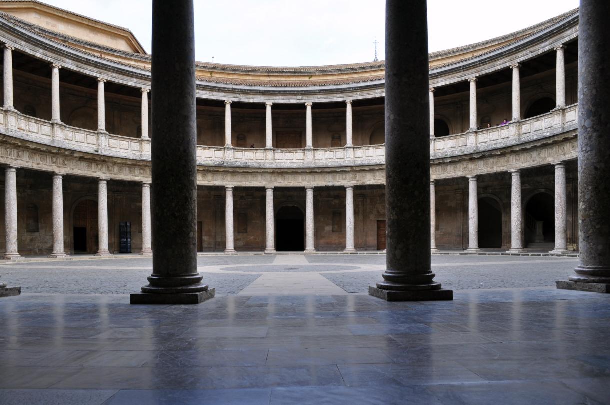 Palacio de carlos v thinglink for Fotos de patios