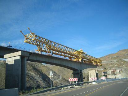 Grua de construccion de puentes