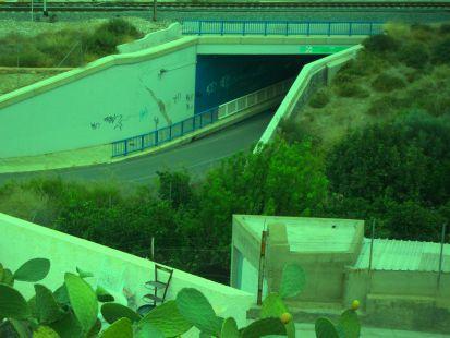 tunel en la linea ferrea