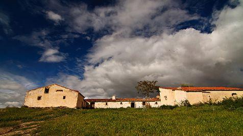 Nubes sobre Ruinas