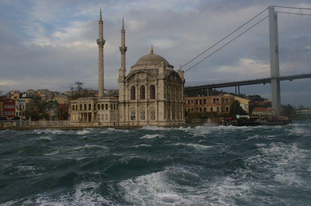 Mezquita sobre el mar