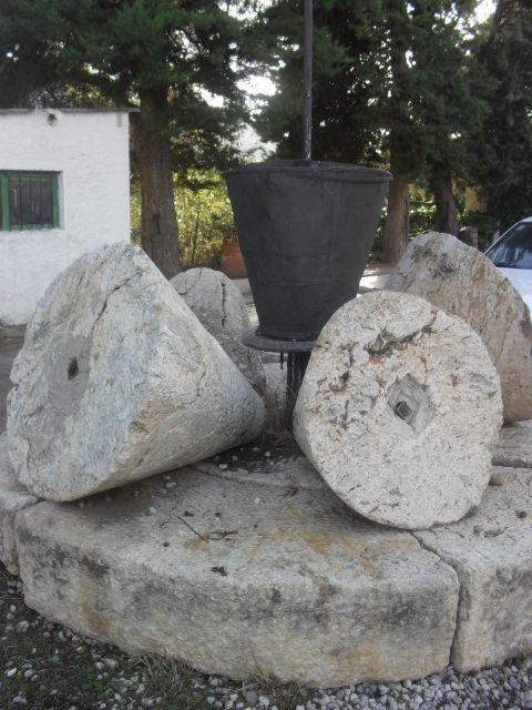 Antiguas piedras de molino de aceite