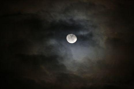 Luna sobre Granada 13122011
