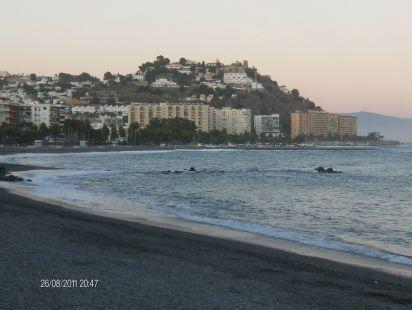 Playa de la Caletilla, playa Puerta del mar y al fondo la playa de Velilla