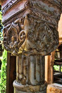 capitel del ventanal junto al mirador de la sala de dos hermanas