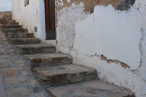 Escaleras en una calle de Píñar
