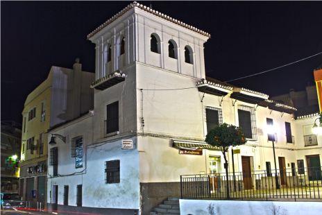 curva de la iglesia de noche