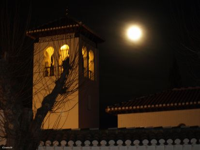 El minarete y la Luna