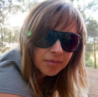 Chica en gafas