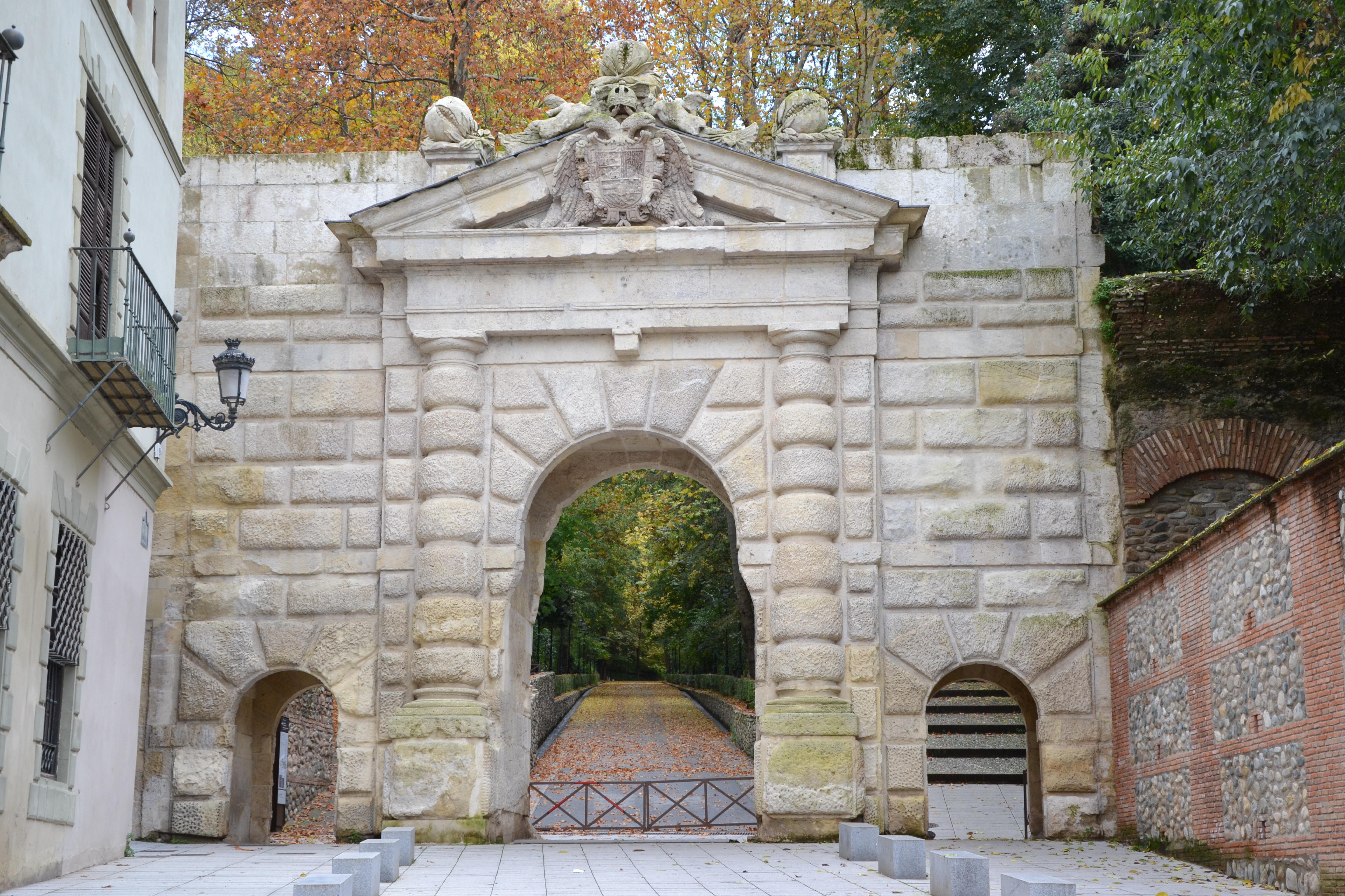 Puerta De Las Granadas Fotos De Granada Monumental