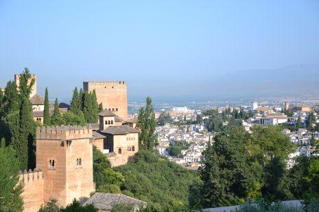 Las torres con el Albayzin al fondo