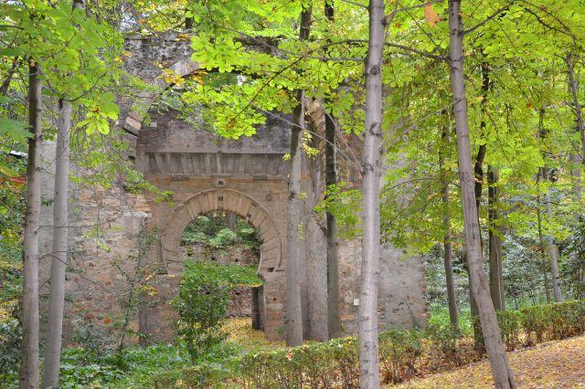 Puerta Birambla en el bosque de la Alhambra