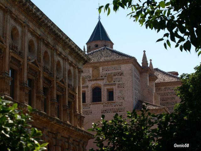 Fachada delm carlosV y la iglesia de Santa Maria de la Alhambra