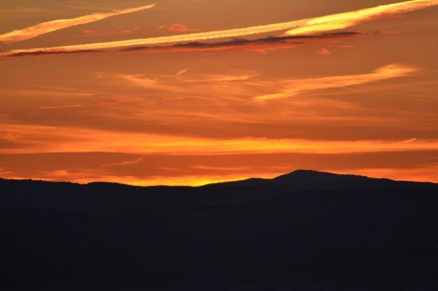 el cielo anaranjado