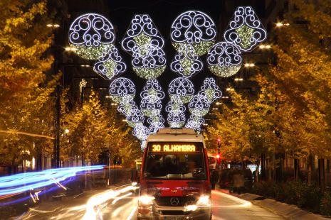 Luces de Navidad encima Alhambra