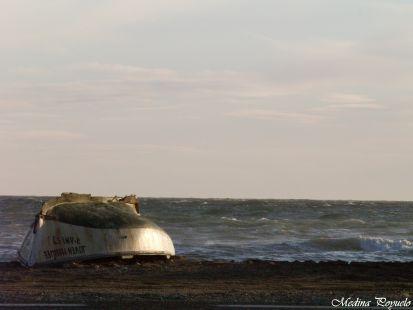 Barca varada en la playa