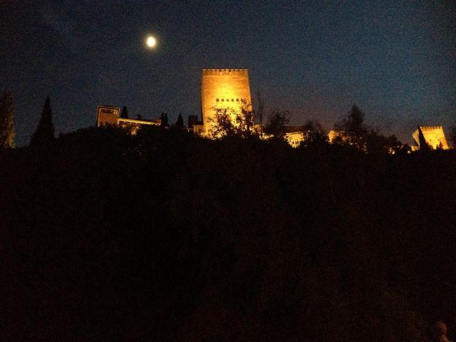 La alhambra y la luna