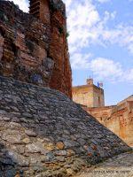 Camino de Ronda de la Alcazaba con la Torre de la Vela de fondo